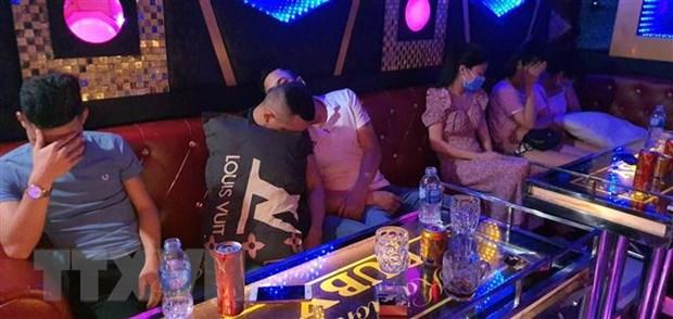 Quang Nam: Lien tiep phat hien cac quan karaoke mo giua mua dich hinh anh 1