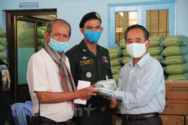 Cuu tro khan cap cong dong Campuchia goc Viet gap kho do COVID-19 hinh anh 3