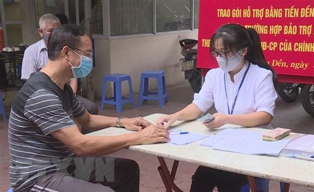 Nguoi dan Ha Noi phan khoi nhan ho tro trong ngay dau nghi le hinh anh 1