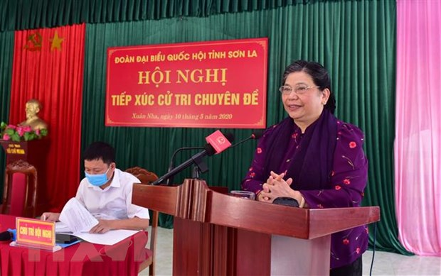 Pho Chu tich Quoc hoi Tong Thi Phong tiep xuc cu tri tai Son La hinh anh 1