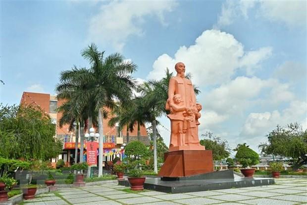 Binh Thuan: Trien lam anh ve Bac Ho tai truong Duc Thanh hinh anh 1