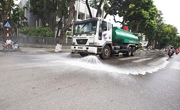 Ha Noi quyet dinh chi 114 ty dong tuoi nuoc rua duong tro lai hinh anh 1