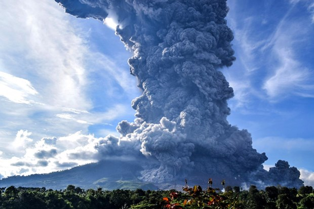 Indonesia: Nui lua Sinabung phun trao khoi bui cao 5km hinh anh 1