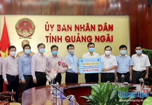 Quang Ngai tiep nhan tai tro may xet nghiem COVID-19 hinh anh 1