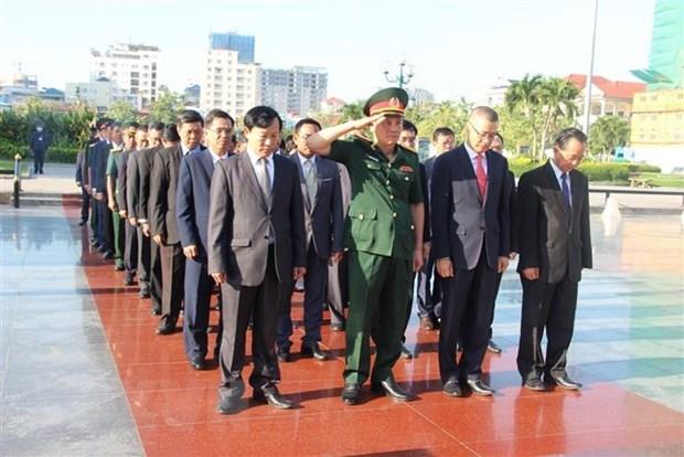 Dai su quan Viet Nam tai Campuchia dat vong hoa tai Dai Huu nghi hinh anh 2
