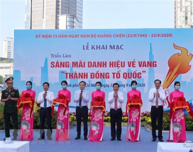 Trien lam anh Sang mai danh hieu ve vang Thanh dong To quoc hinh anh 2