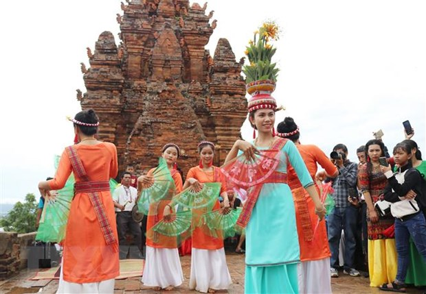 Dong bao Cham Ninh Thuan, Binh Thuan ron rang don le hoi Kate hinh anh 1
