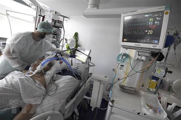 Chuyen gia Phap canh bao virus SARS-CoV-2 dang lay lan nhanh hon hinh anh 1