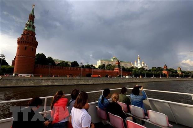 COVID-19: Nga, Anh dung ngoai 'cuoc dua tai phong toa' cua chau Au hinh anh 1