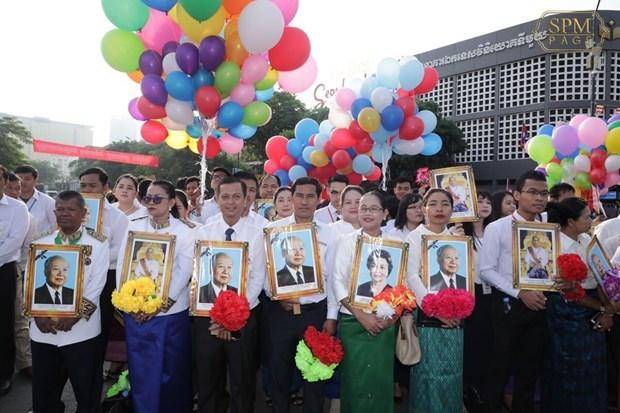 Chinh phu va Quoc hoi Viet Nam chuc mung Quoc khanh Campuchia hinh anh 1