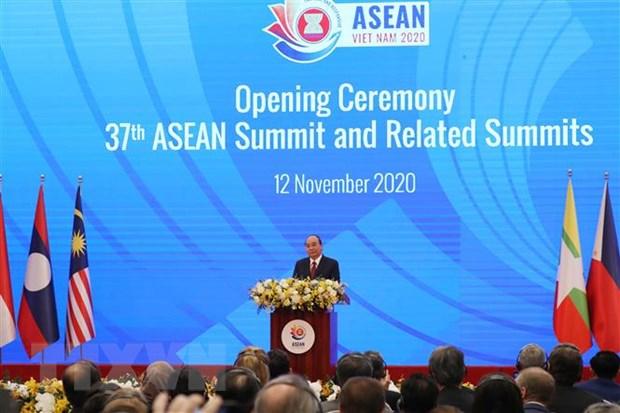 'ASEAN vung vang vuot len thach thuc, huong toi thinh vuong' hinh anh 1