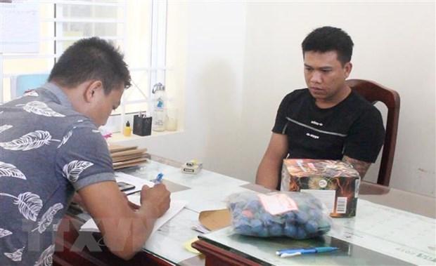 Bat qua tang doi tuong van chuyen trai phep hon 20kg phao hinh anh 1