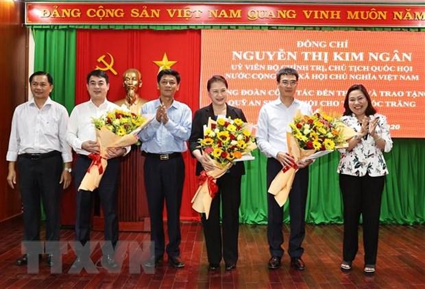 Chu tich Quoc hoi Nguyen Thi Kim Ngan tham va lam viec tai Soc Trang hinh anh 4