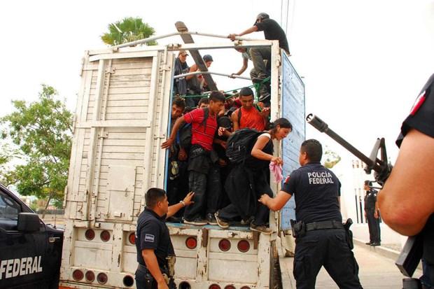 Mexico phat hien gan 130 nguoi di cu trong thung xe tai hinh anh 1