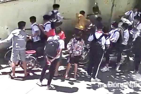 Dong Nai: Nam sinh lop 8 bi danh hoi dong, chan thuong nang hinh anh 1