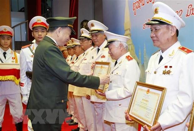 Ky niem 60 nam truyen thong Chuyen gia Cong an Viet Nam tai Lao hinh anh 3