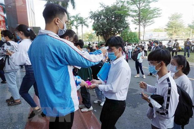 Gan 70.000 thi sinh du thi Danh gia nang luc Dai hoc quoc gia TP.HCM hinh anh 2