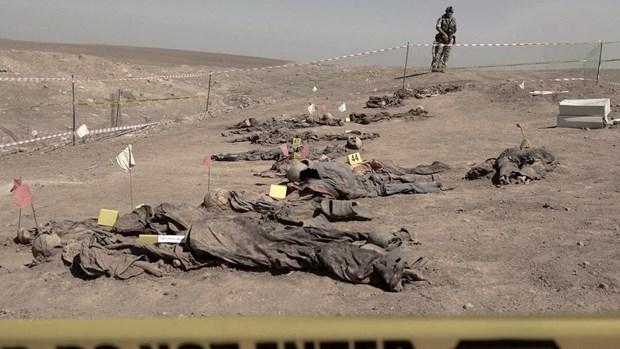 Iraq khai quat hon 100 thi the tai cac ngoi mo tap the gan Mosul hinh anh 1