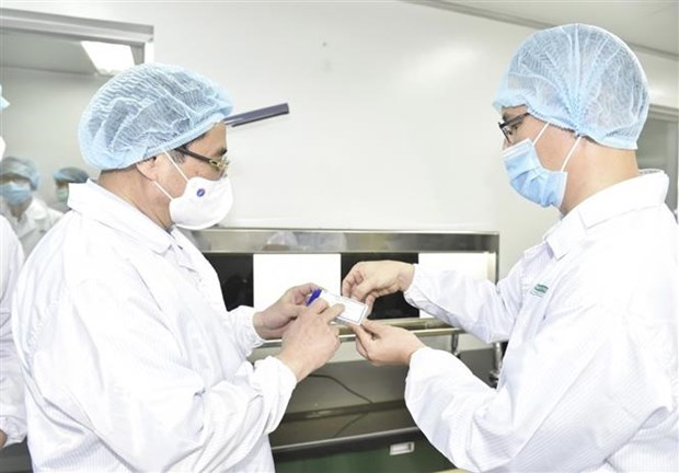 Thu tuong: Cham nhat thang 6/2022 phai co vaccine san xuat trong nuoc hinh anh 2