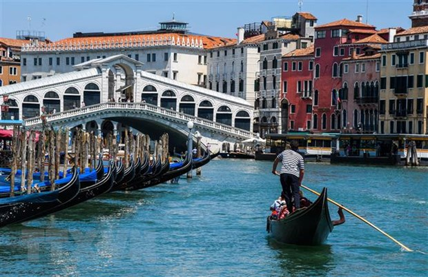 Italy cam tau du lich lon vao trung tam Venice de bao ve di san hinh anh 1