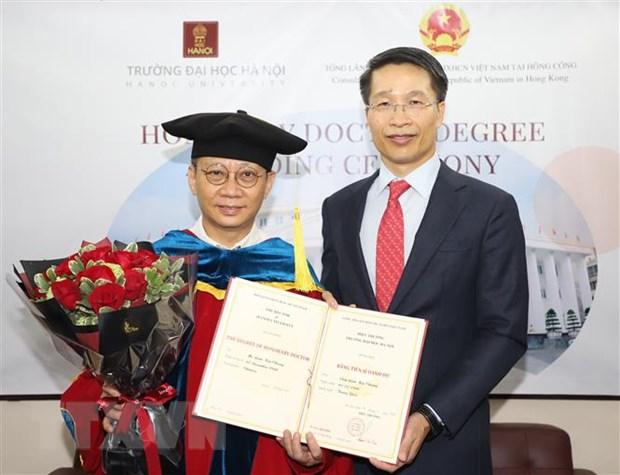 Chu tich Tap doan Zhang Yang nhan bang tien sy danh du cua DH Ha Noi hinh anh 1