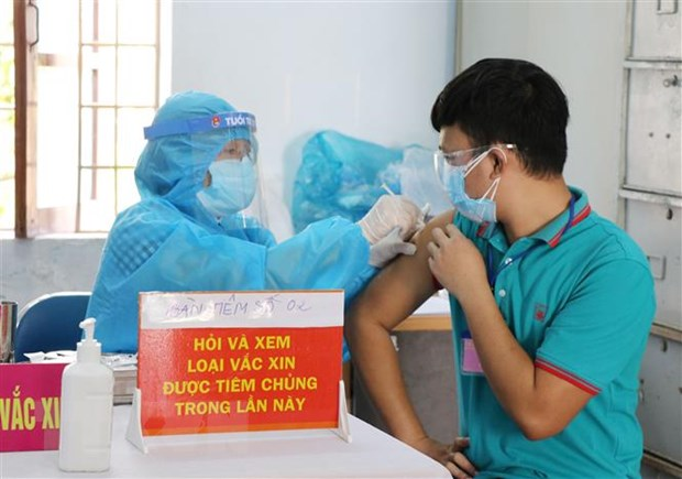 Phu Yen day nhanh tiem vaccine de som dat mien dich cong dong hinh anh 1