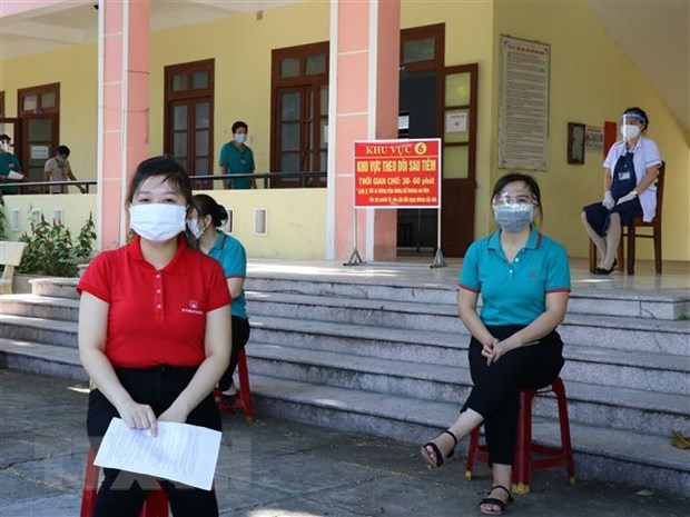 Phu Yen day nhanh tiem vaccine de som dat mien dich cong dong hinh anh 2