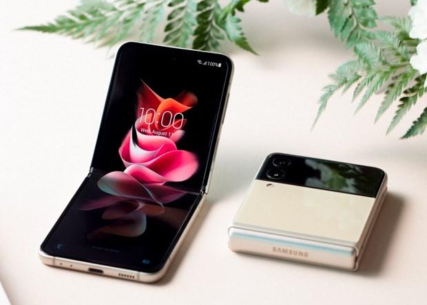 Samsung trinh lang hai mau smartphone co tinh nang gap moi hinh anh 1