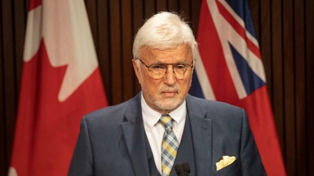 Canada: Mot nghi sy bi loai khoi khoi dan bieu vi tu choi tiem vaccine hinh anh 1