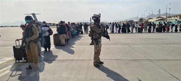 Tinh hinh Afghanistan: Nhieu nuoc ket thuc cac chuyen bay so tan hinh anh 1