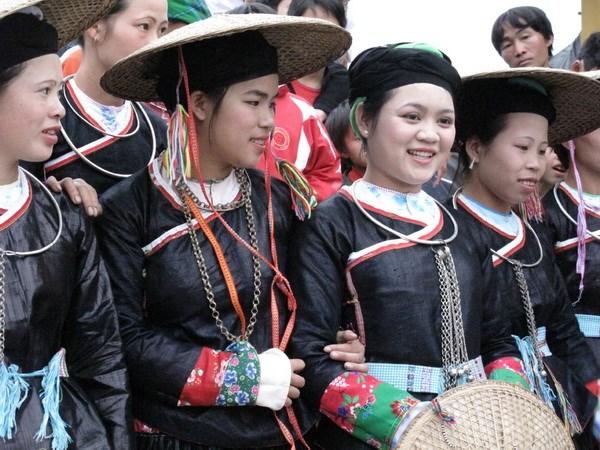 """Hap dan le hoi """"Cho tinh Khau Vai"""" tai Dong Van hinh anh 1"""
