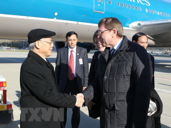 Tong Bi thu Nguyen Phu Trong hoi kien Thu tuong Nga Medvedev hinh anh 1