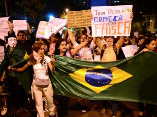 Brazil: Tuan hanh phan doi tang gia ve phuong tien cong cong hinh anh 1