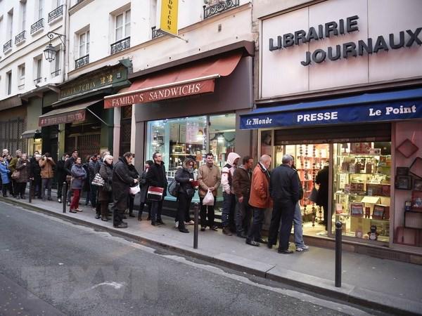 Cac hieu sach ban Charlie Hebdo tai Bi bi de doa tan cong hinh anh 1