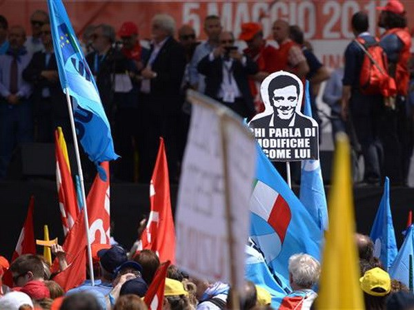 Italy: Giao vien va hoc sinh bieu tinh phan doi cai cach giao duc hinh anh 1