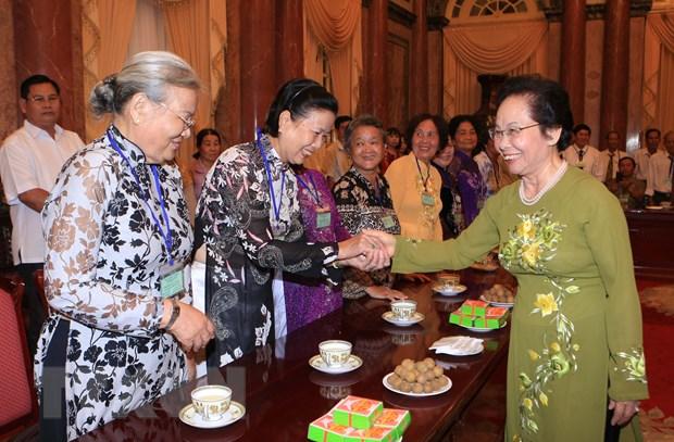 Pho Chu tich nuoc tiep doan nguoi co cong cua tinh Dong Thap hinh anh 1