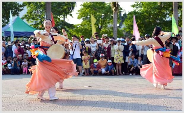 Hon 2.200 nghe sy trong va ngoai nuoc trinh dien tai Festival Hue 2016 hinh anh 1