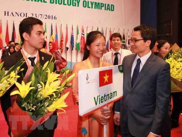 Trao 26 huy chuong vang cho thi sinh thi Olympic Sinh hoc hinh anh 1
