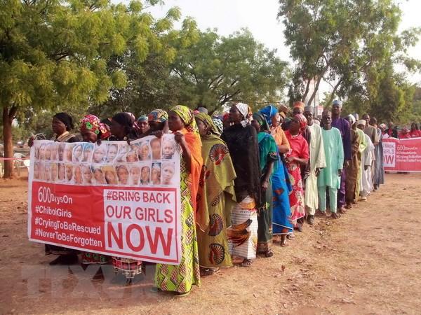 Nigeria: Boko Haram tra tu do cho 21 nu sinh tai lang Chibok hinh anh 1