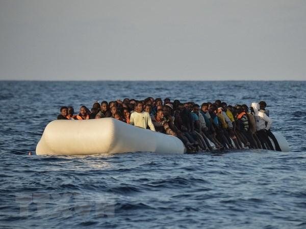 Italy giai cuu hon 1.400 nguoi di cu tren bien Dia Trung Hai hinh anh 1