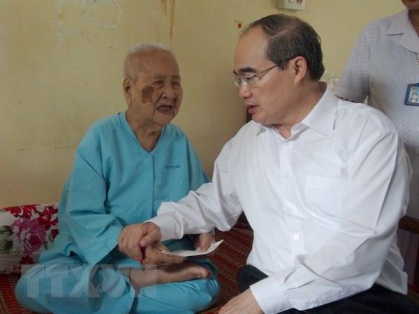 Chu tich Mat tran Nguyen Thien Nhan lam viec tai tinh Tra Vinh hinh anh 2