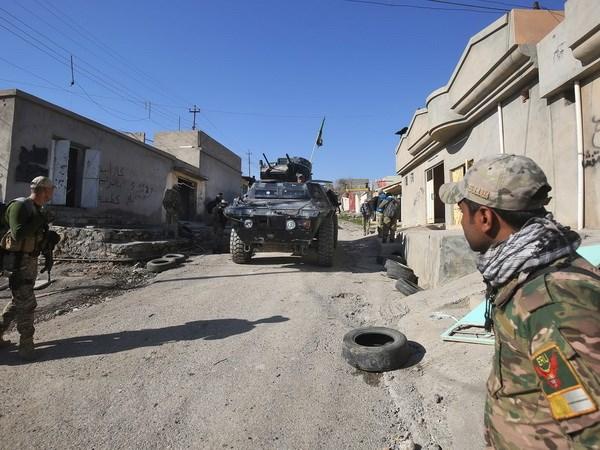 Luc luong Iraq lan dau tien tien vao Tay Mosul va gianh san bay hinh anh 1