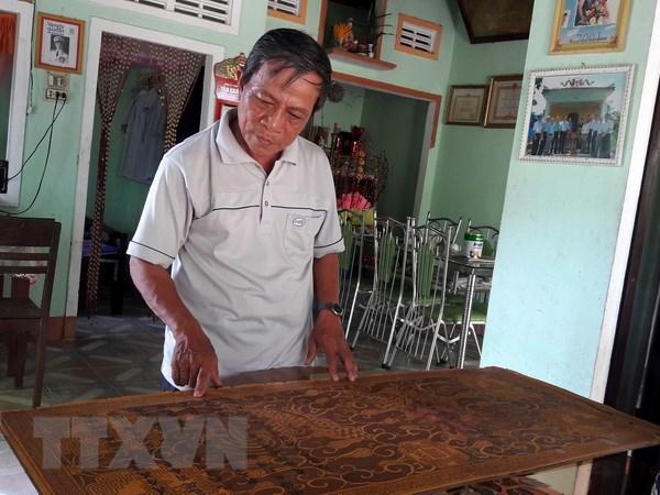 Quang Ngai: Mot gia dinh luu giu 7 dao sac phong thoi trieu Nguyen hinh anh 1