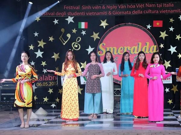 Tung bung Festival sinh vien va Ngay van hoa Viet Nam tai Italy hinh anh 4