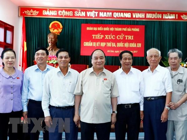 Thu tuong Nguyen Xuan Phuc tiep xuc cu tri tai quan Do Son hinh anh 1