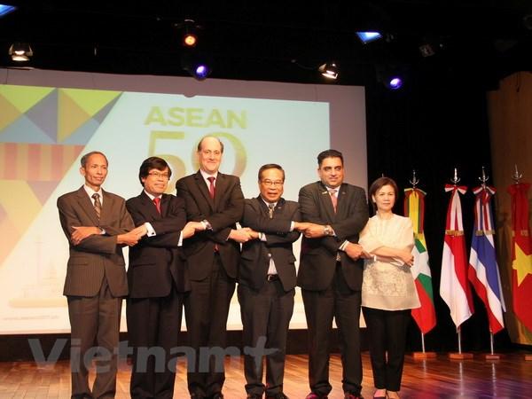 ASEAN - Thanh tuu va nguon cam hung cho hoi nhap va hop tac hinh anh 1