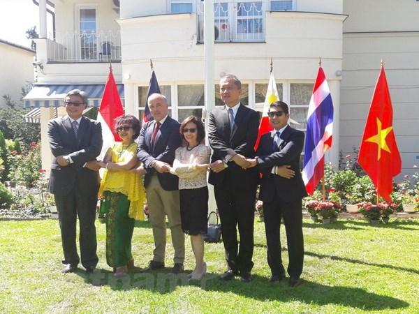 ASEAN - Thanh tuu va nguon cam hung cho hoi nhap va hop tac hinh anh 3