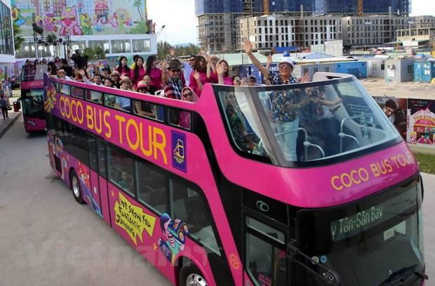 Da Nang dua xe buyt 2 tang mui tran Coco Bus Tour vao hoat dong hinh anh 2