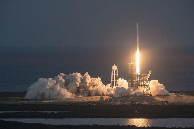 SpaceX phong thanh cong ve tinh thuong mai voi ten lua day tai su dung hinh anh 1
