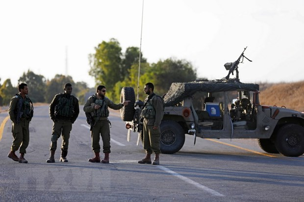 Israel tiep tuc ban canh cao nham vao mot can cu quan doi Syria hinh anh 1